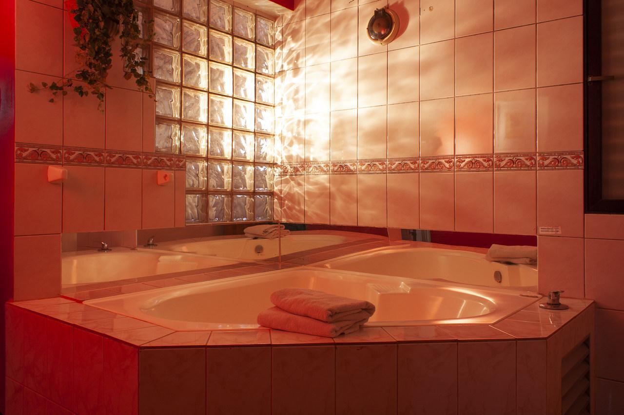 Habitación Tina Hidromasaje en Jardín : MotelNow