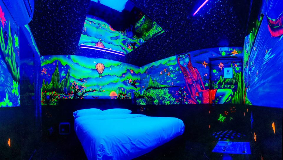 Habitación Luz Negra en Ocho Art : MotelNow