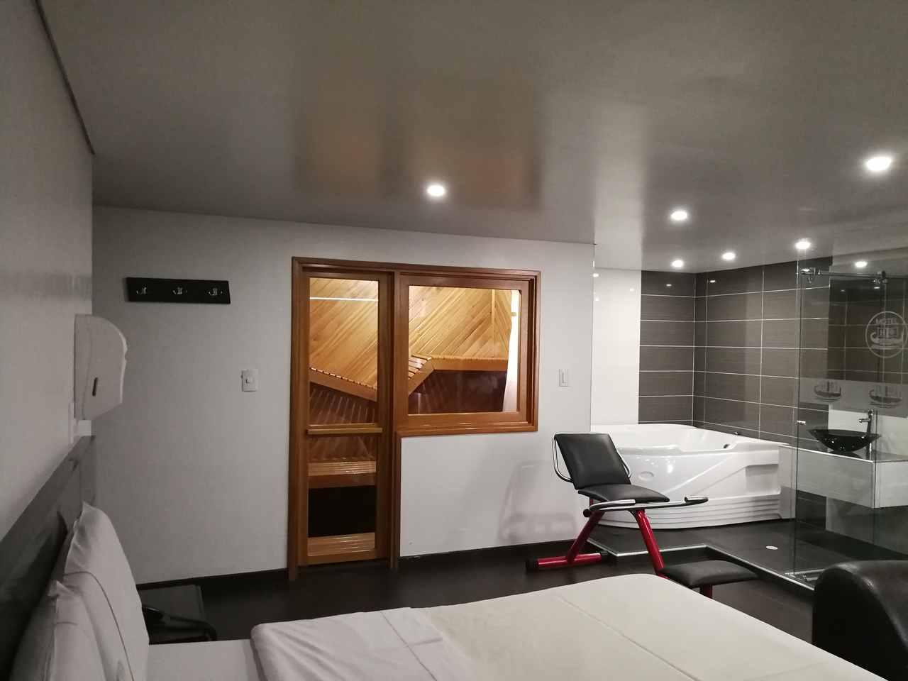 Habitación Suite Sauna y Jacuzzi en Calipso : MotelNow
