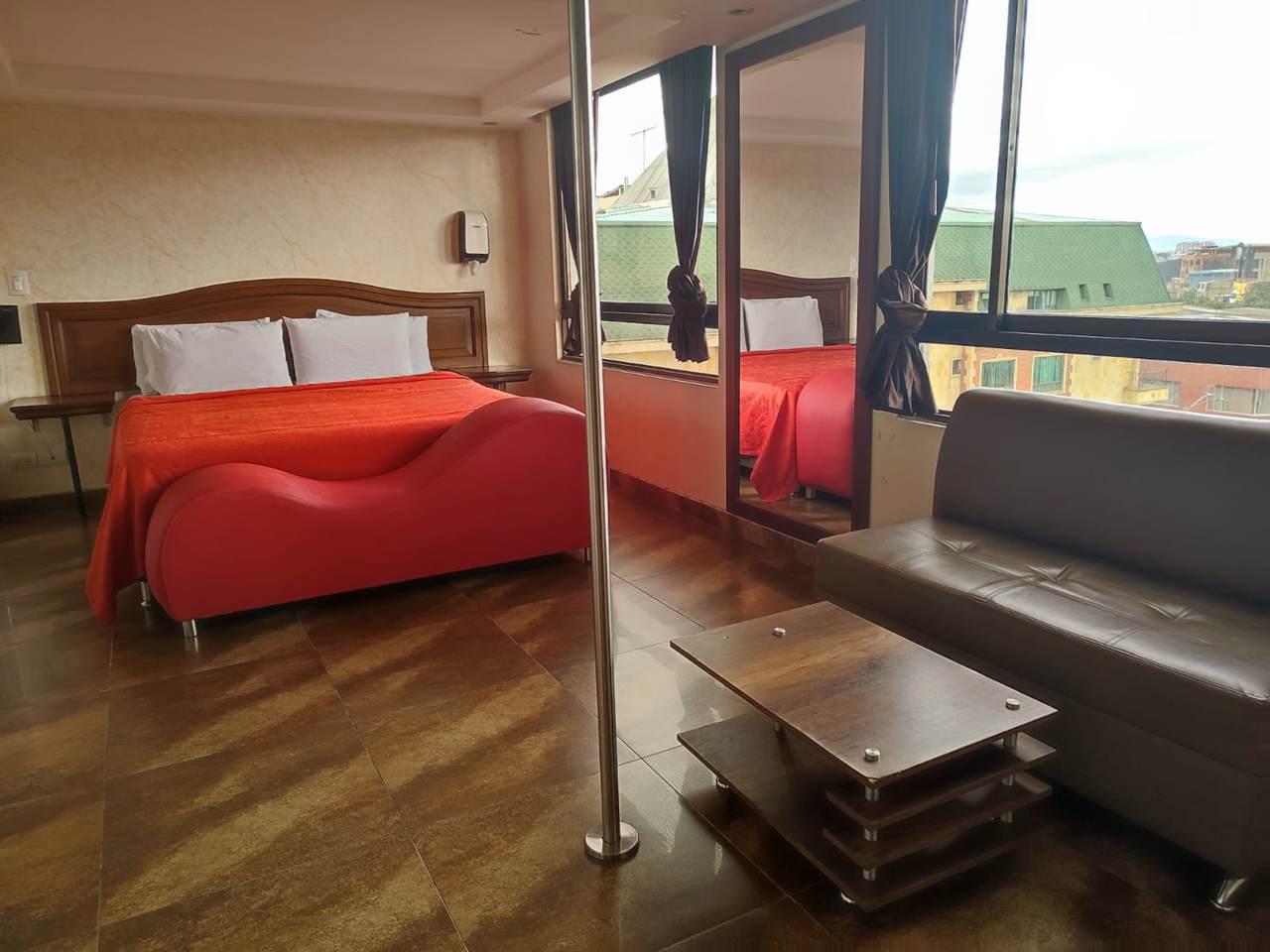 Habitación Suite Cattleya Sauna y Jacuzzi en Amoblados El Romance : MotelNow