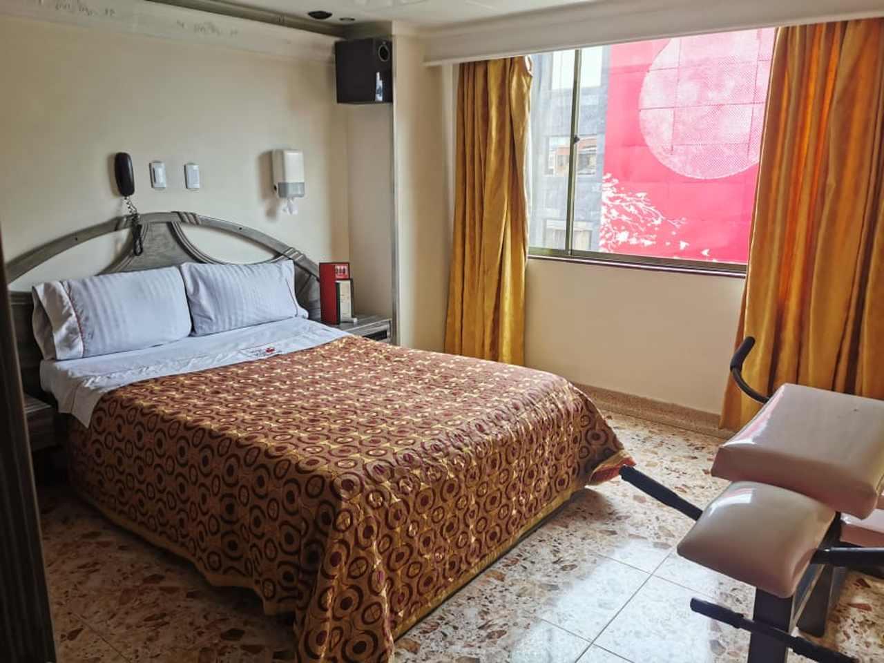 Habitación Sencilla en Plaza Inn : MotelNow