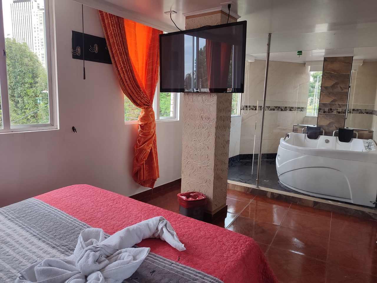 Habitación Jacuzzi en Costa Dorada : MotelNow