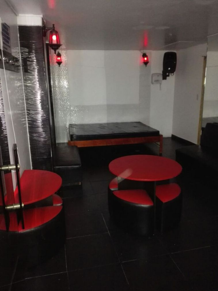 Habitación Swinger mixto precio hombre en Costa Dorada : MotelNow