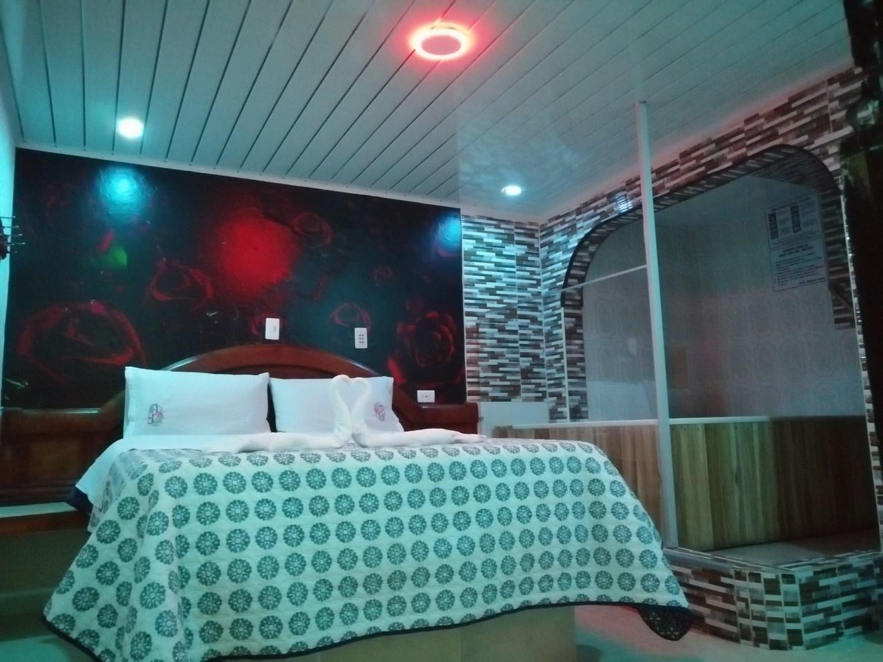 Habitación Jacuzzi en Embrujo Dorado : MotelNow