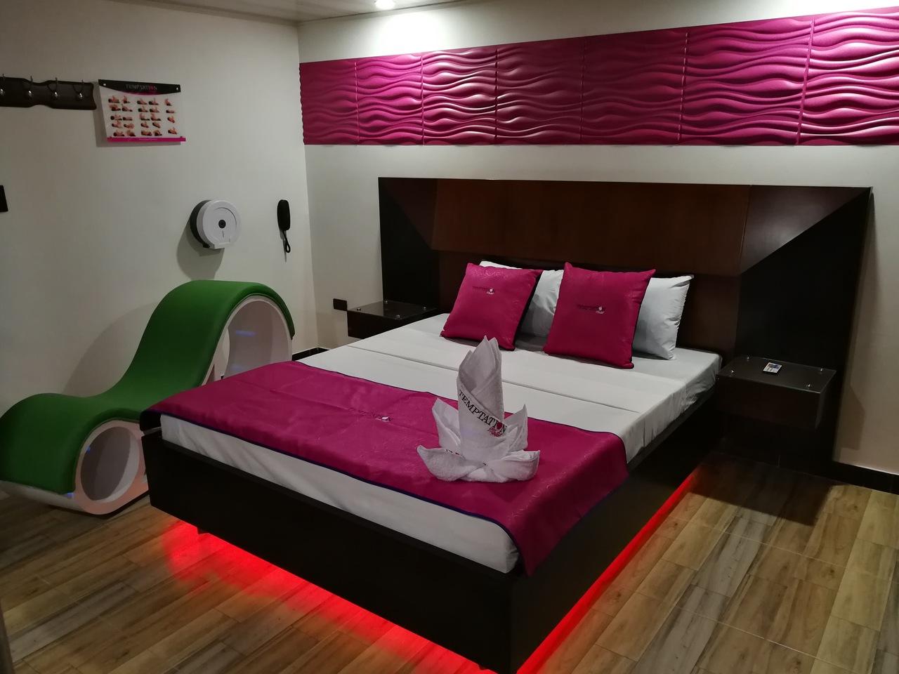 Habitación Suite Sauna y Jacuzzi en Temptation Motel : MotelNow