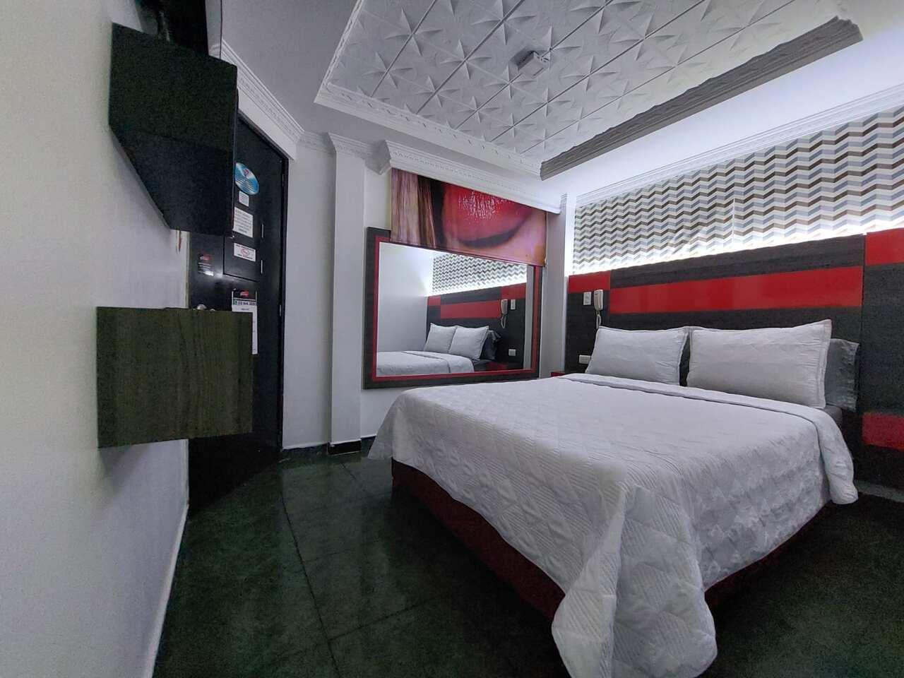 Habitación Sauna y Jacuzzi en Fontamar Suite : MotelNow