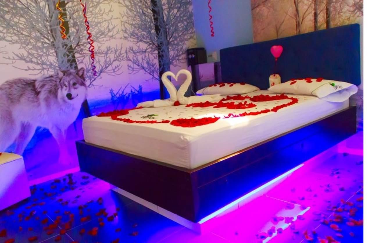 Habitación Temática Bañera en Jardín del amor : MotelNow