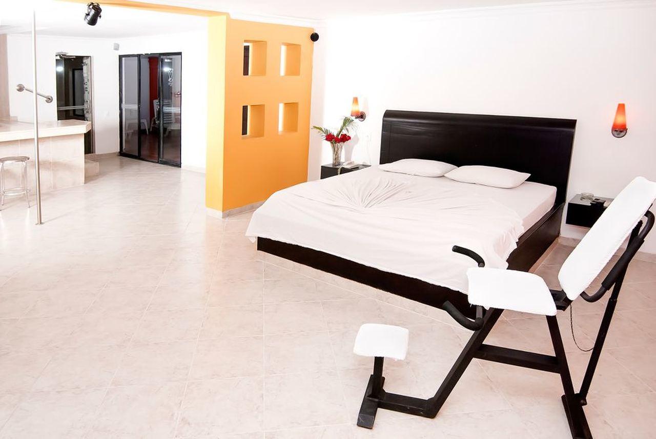 Habitación Suite Presidencial Dorada en Motel Ruta 25 : MotelNow