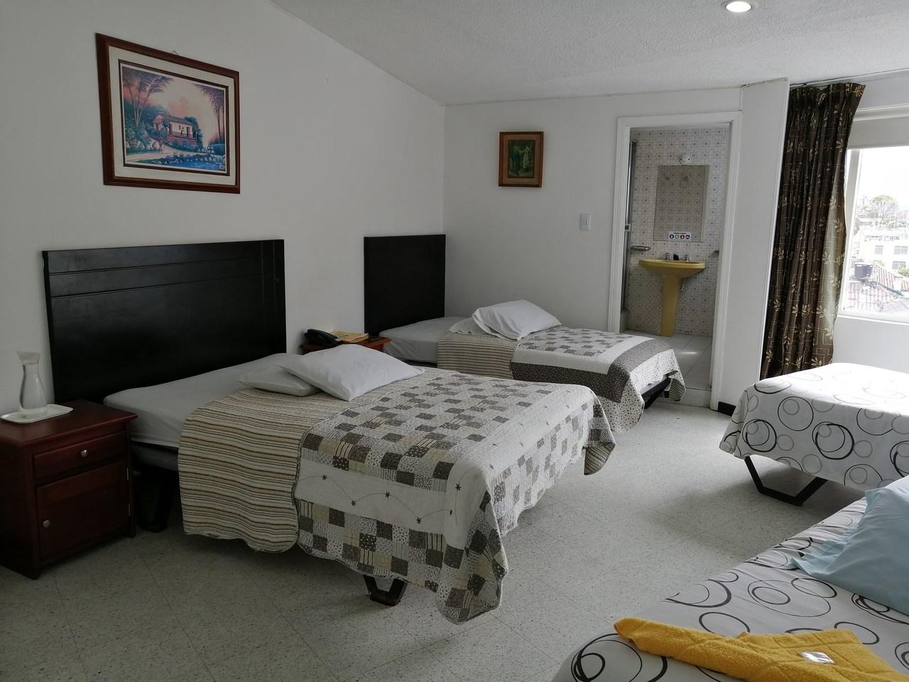 Habitación Acomodación Cuádruple en Hotel Teusaca : MotelNow