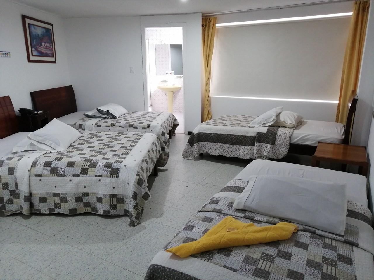 Habitación Cuádruple en Hotel Teusaca : MotelNow