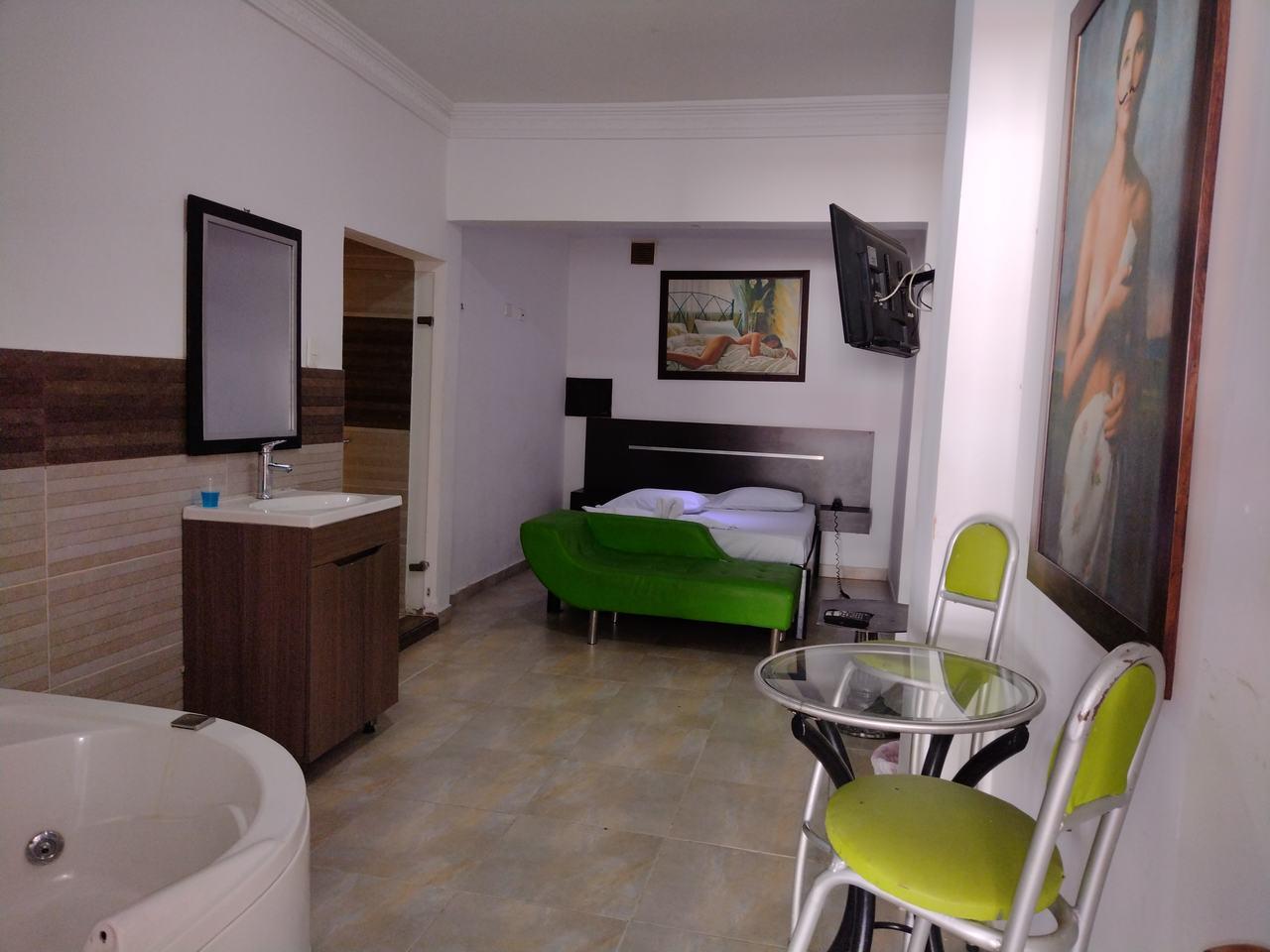 Habitación Jacuzzi en Motel Menga : MotelNow